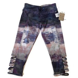 Onzie Flow Cropped Purple Patterned Legging S/M